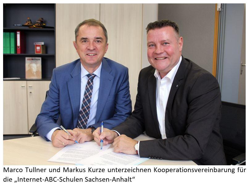 """Marco Tullner und Markus Kurze unterzeichnen Kooperationsvereinbarung für die """"Internet-ABC-Schulen Sachsen-Anhalt"""""""